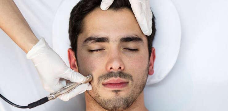 Hydrafacial, man getting hydrafacial,